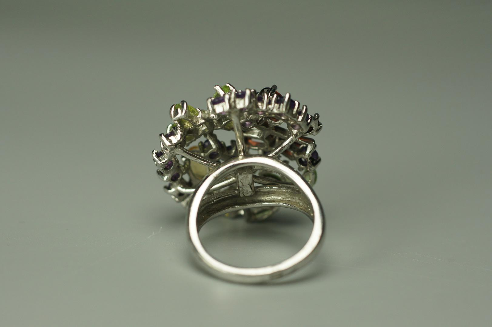 Кольцо с цветными камнями серебро